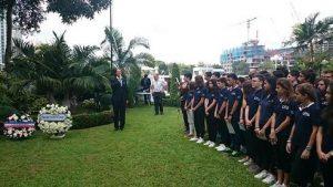 L'ambassadeur prononçant son discours.
