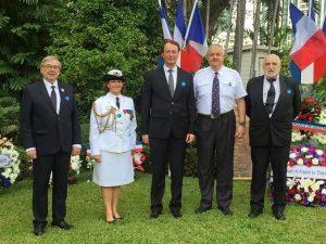 De gauche à droite François Doré, le lieutenant colonel Nadia Piercy, attachée de Défense, M. l'ambassadeur Gilles Garachon, Claude Jaeck, Christian Chevrier.